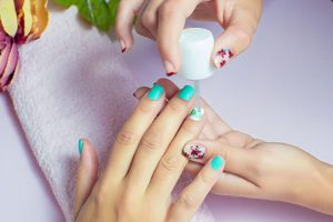 Advantages of Using Semi Permanent Nail Polish